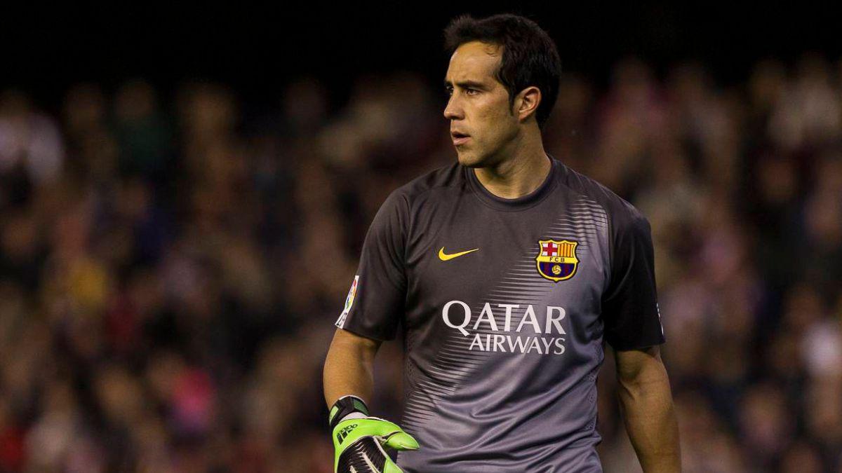 Diario español asegura que Bravo es el único refuerzo de FC Barcelona que ha cumplido