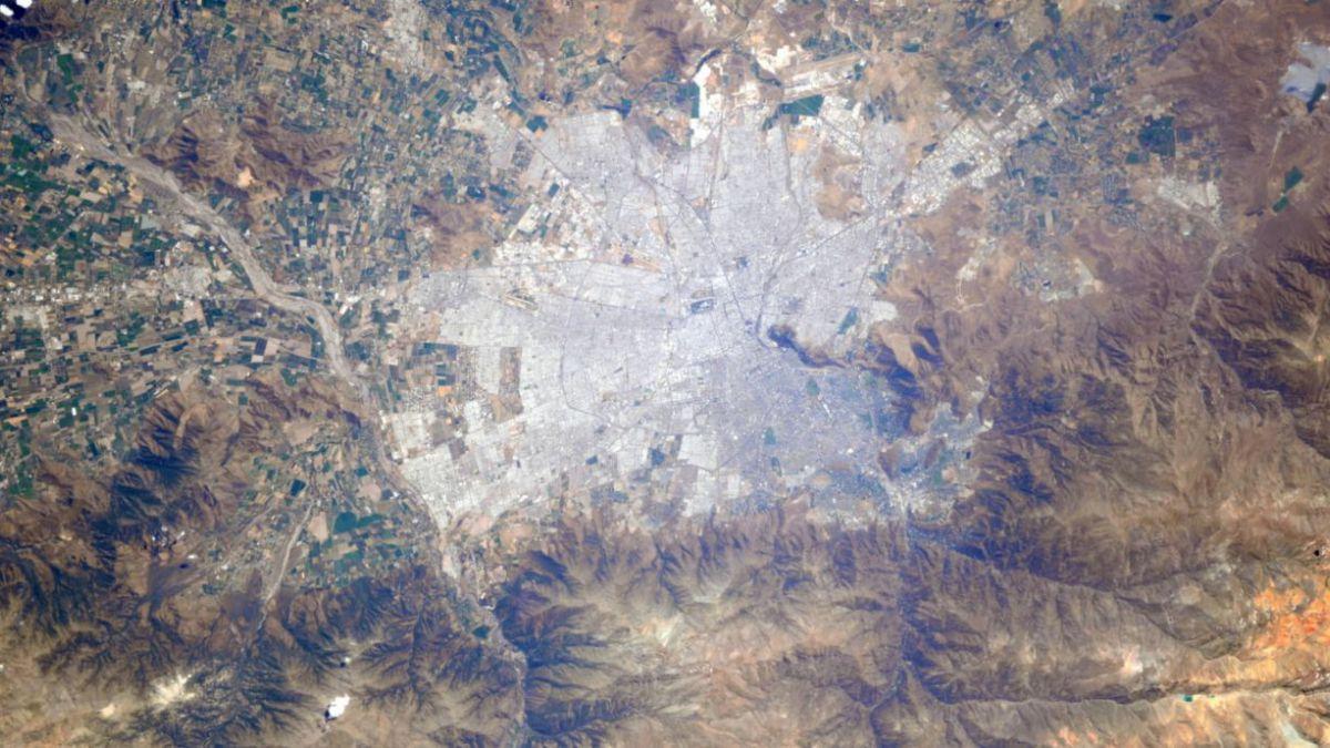 ¡Buenos días, Chile!: Astronauta fotografía Santiago desde el espacio