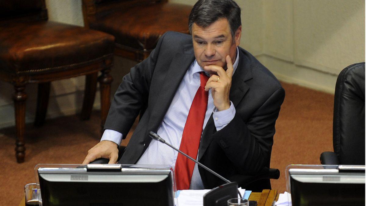 Ossandón: Es impresentable que el presidente de la UDI no haya dado un paso al lado