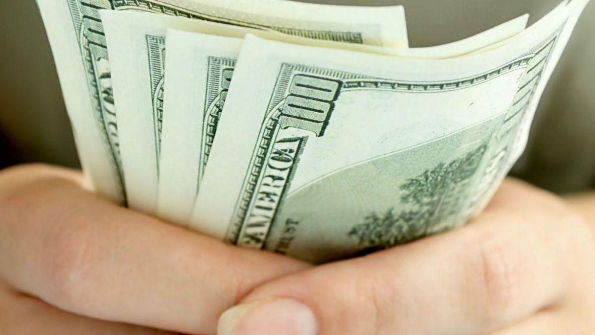 Dólar revierte avance y cierra en $616