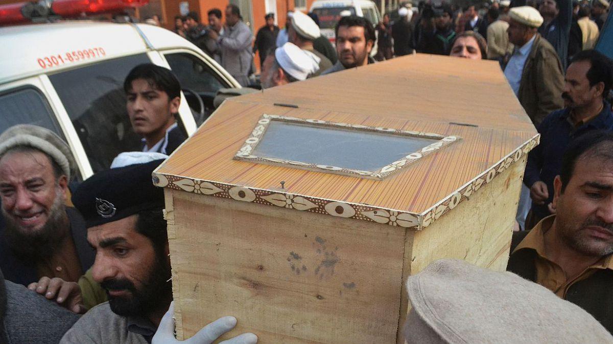 141 muertos tras ataque a escuela a Pakistan lo transforma en peor atentado de la historia