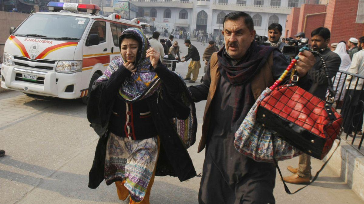 Atentado en Pakistán: Grupo talibán dice que orden era no dañar niños
