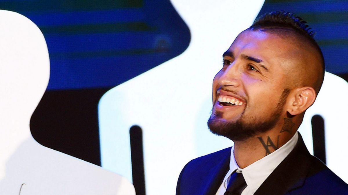 Arturo Vidal recibe galardón en Italia por integrar la oncena ideal del Calcio 2014