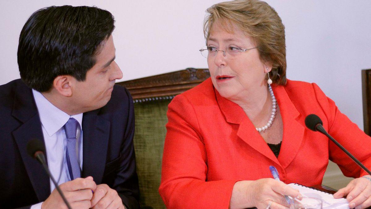 Peñailillo y vacaciones de Bachelet: Está muy atenta a lo que pasa en el país