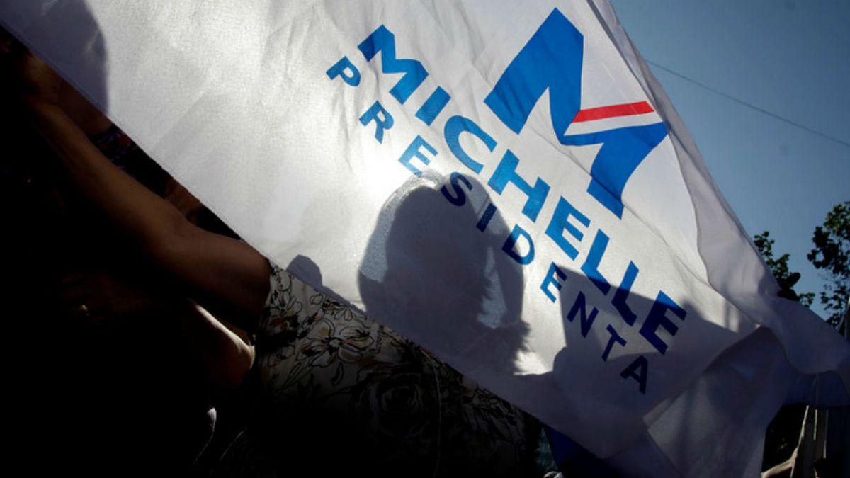 Las cinco dudas de la UDI sobre los pagos de campaña de Bachelet