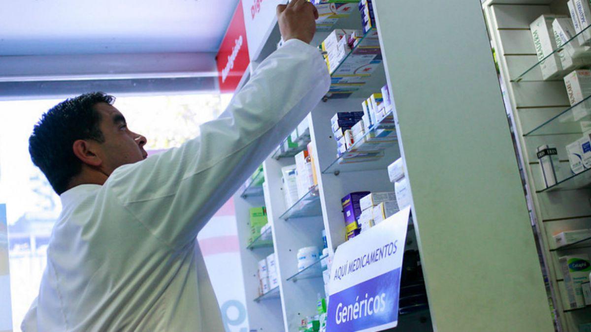 Estudio asegura que municipalidades que compraron fármacos vía directa pagaron 55% de sobreprecio