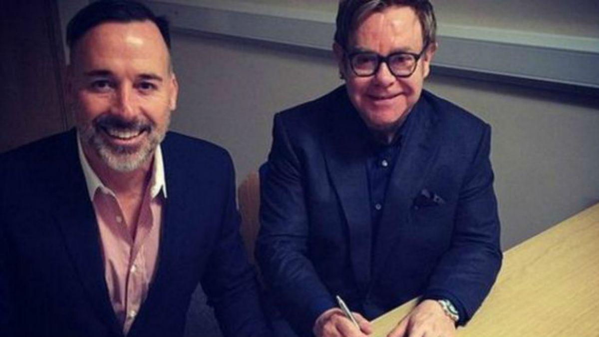 El músico británico Elton John lleva a cabo su matrimonio