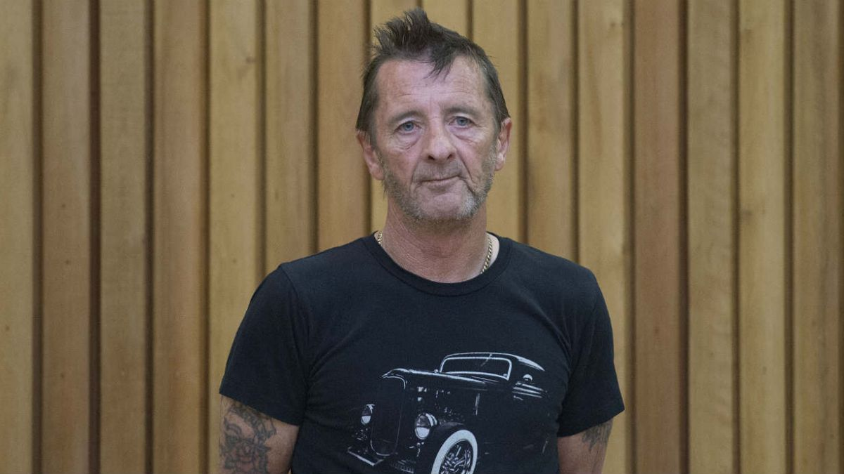 Baterista de AC/DC dice que acusaciones son ridículas
