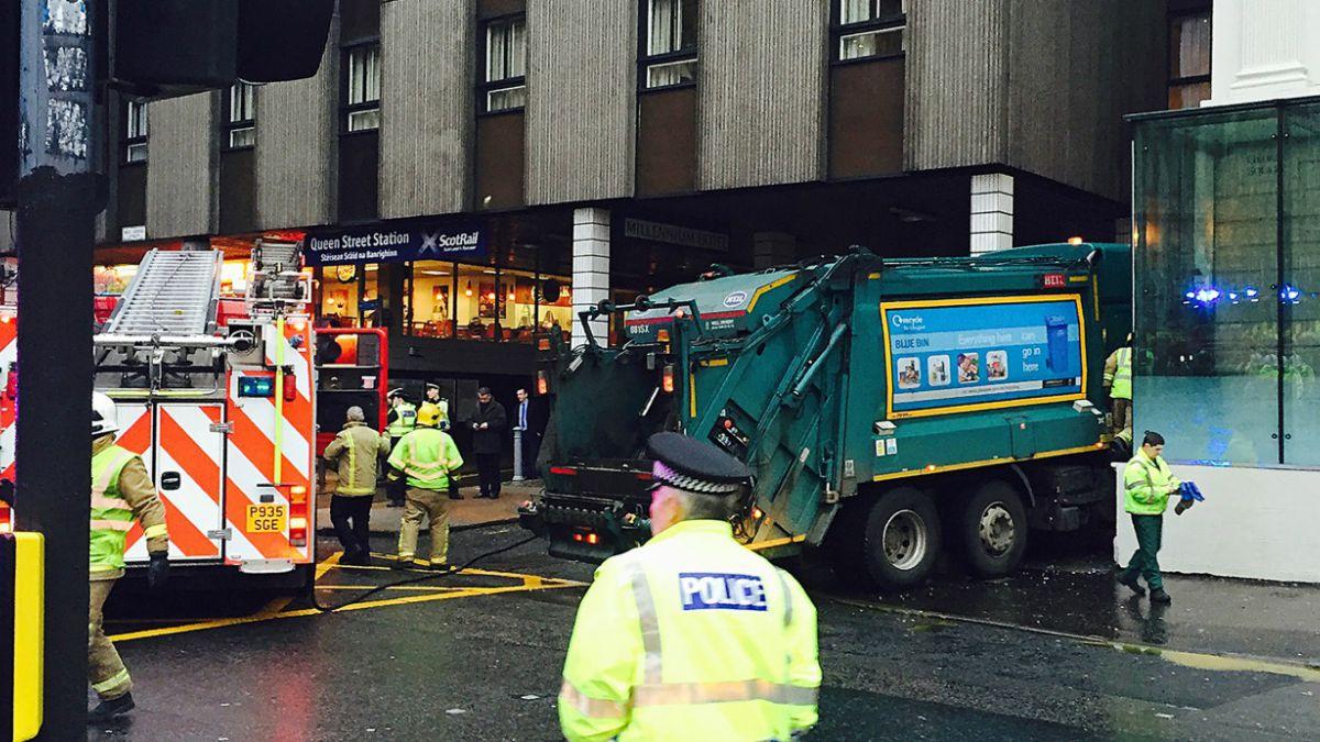 Camión atropella y mata a al menos seis personas en Escocia