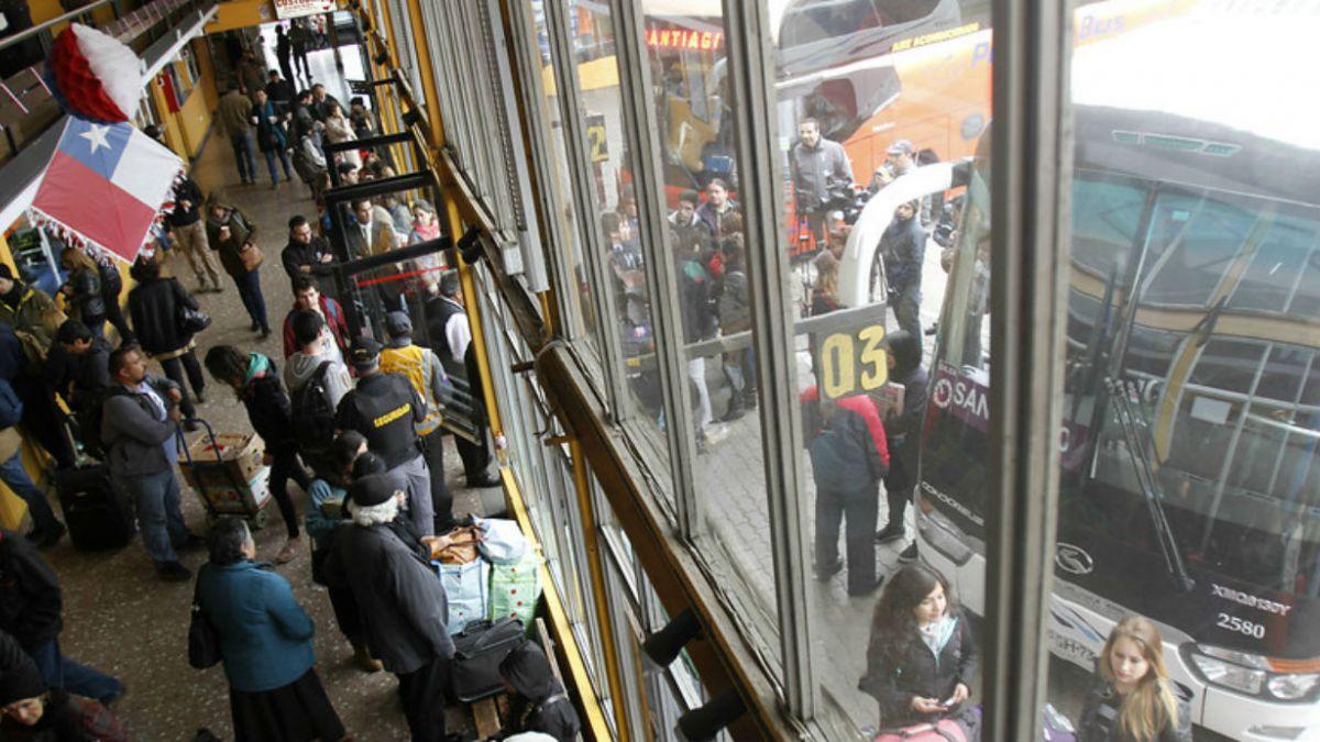 Detectan alzas de hasta 200% en precios de pasajes a Valparaíso para Año Nuevo