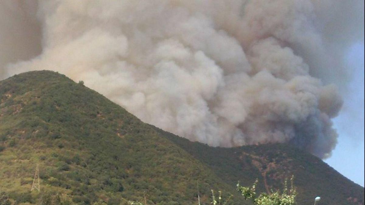 Onemi decreta alerta roja en Quilpué y Villa Alemana por incendio forestal