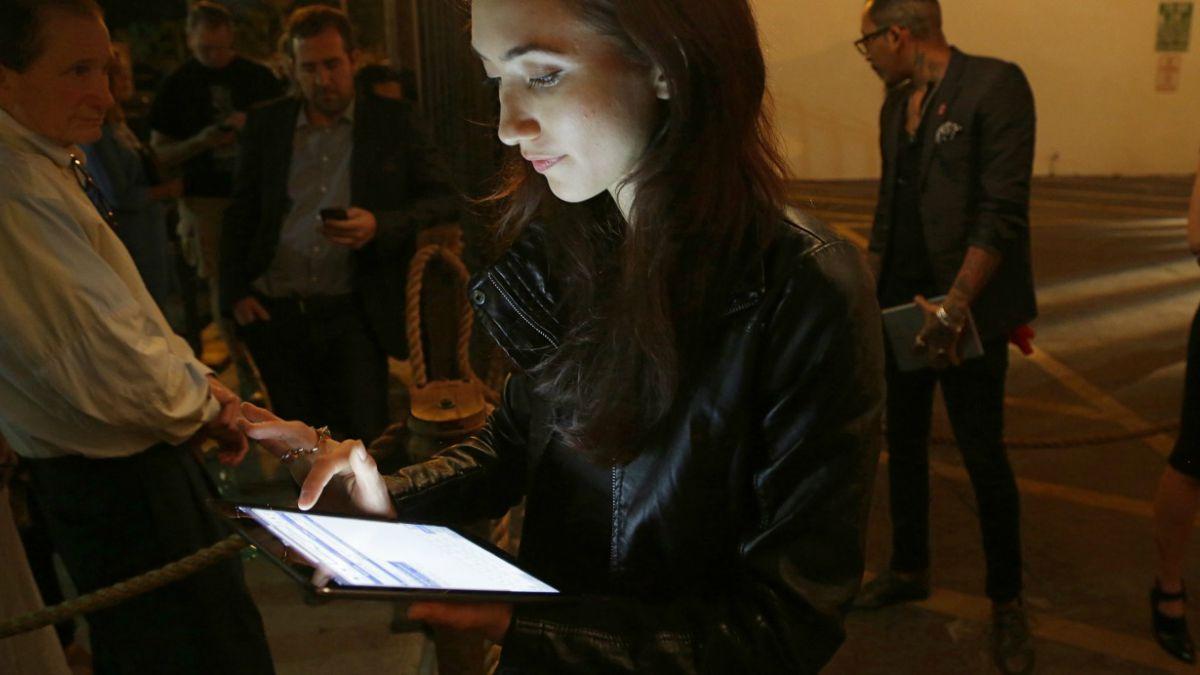 Leer una tablet antes de dormir puede afectar negativamente el sueño