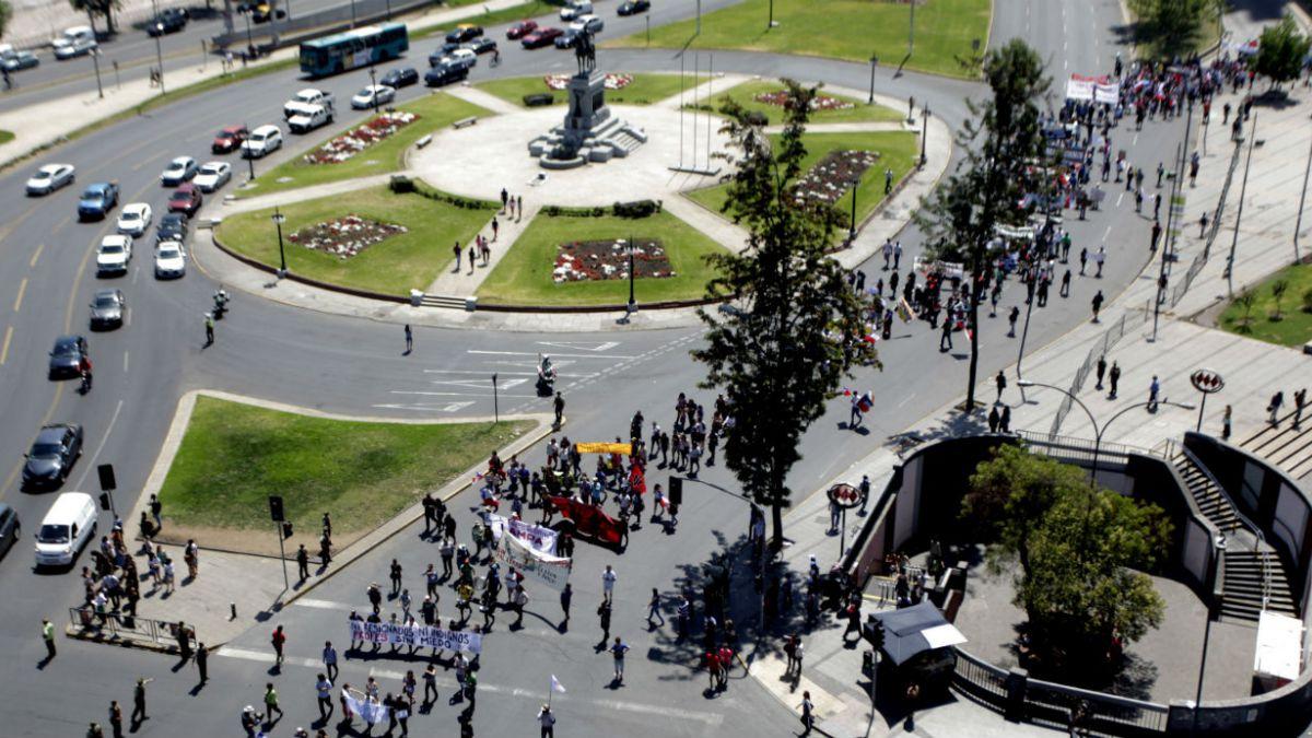 Estudio revela menor adhesión de jóvenes a movilizaciones callejeras