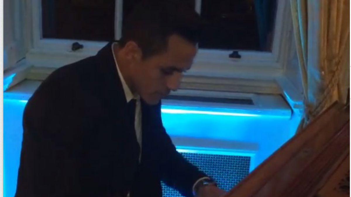 [VIDEO] Alexis Sánchez sorprende con sus dotes como pianista