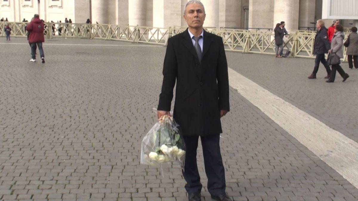 Turco que atentó contra Juan Pablo II depositó flores en su tumba