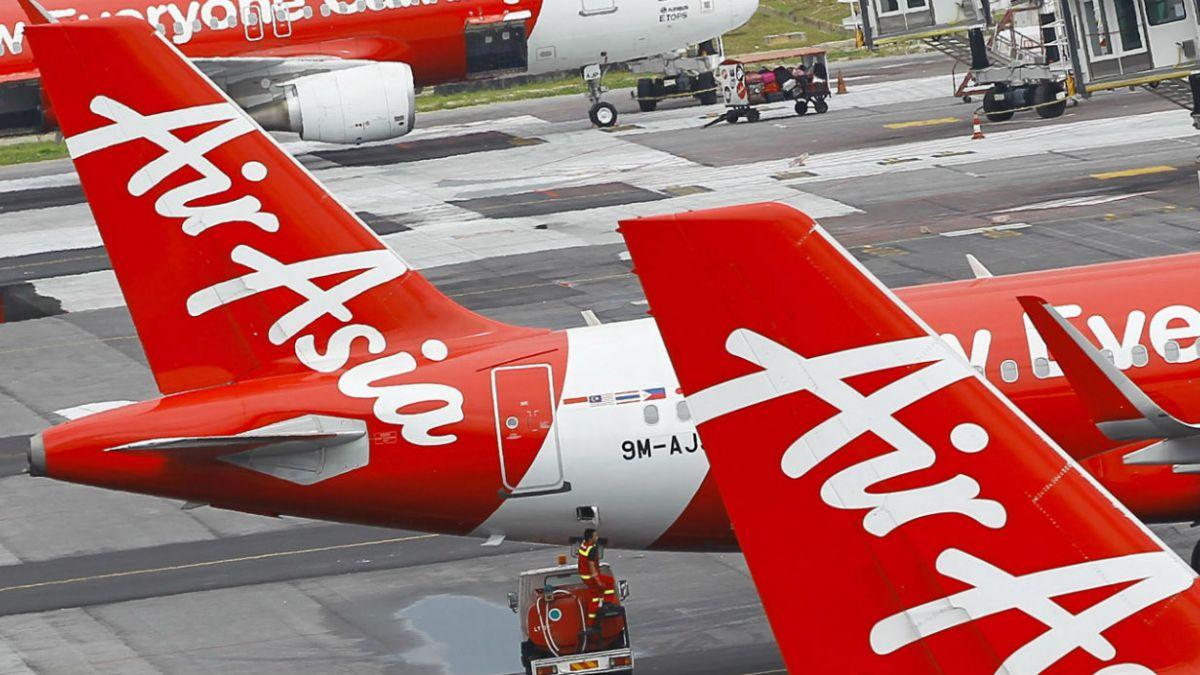 Desaparece avión de AirAsia que volaba de Indonesia a Singapur con 162 personas a bordo