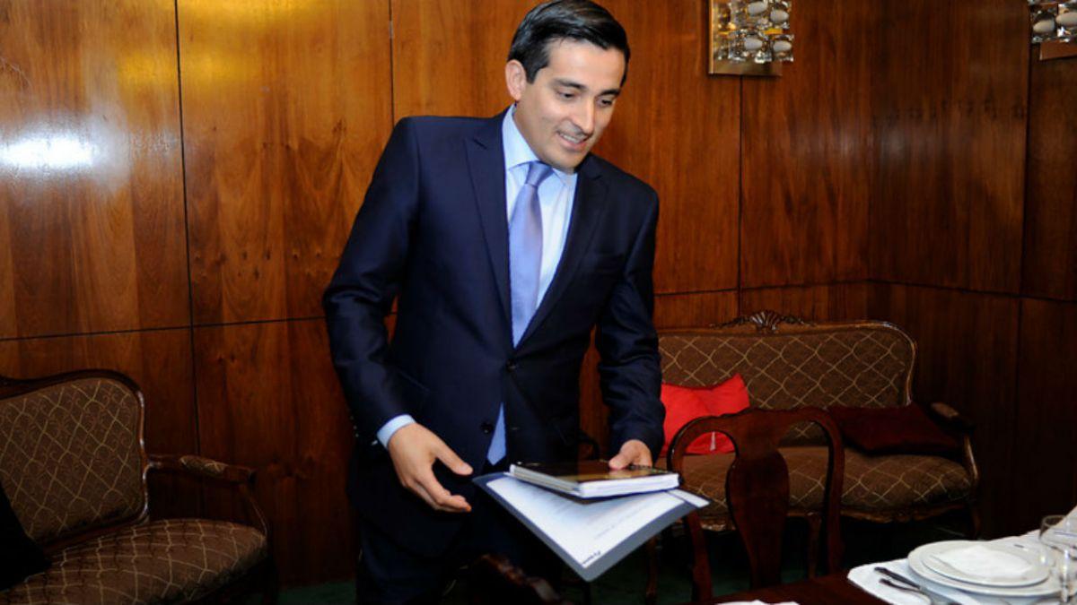60% cree necesario cambio de gabinete y Peñailillo aparece como ministro más influyente