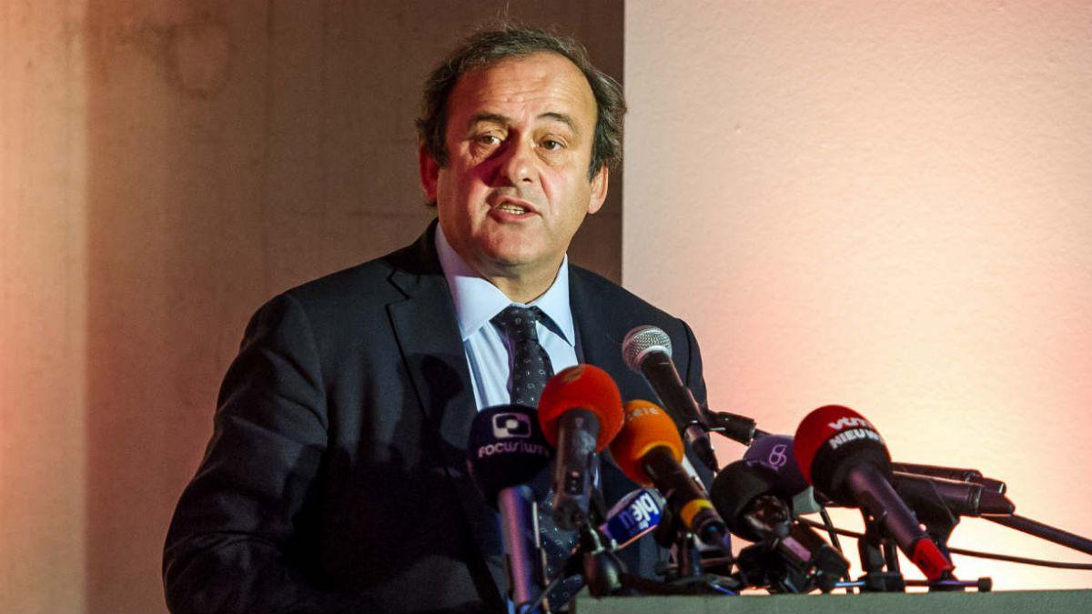 Platini anuncia candidatura y dice querer llevar a la FIFA a la posición y dignidad que merece