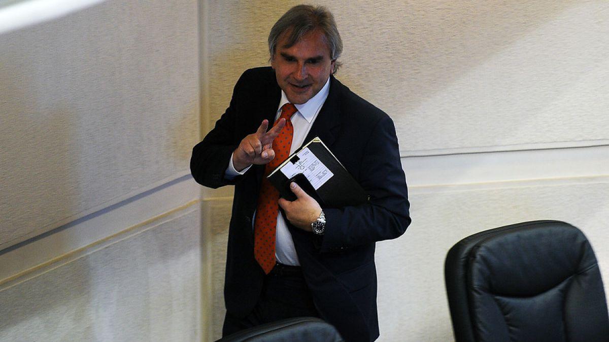 Iván Moreira confirma que la mesa de la UDI también aceptó su renuncia a la directiva