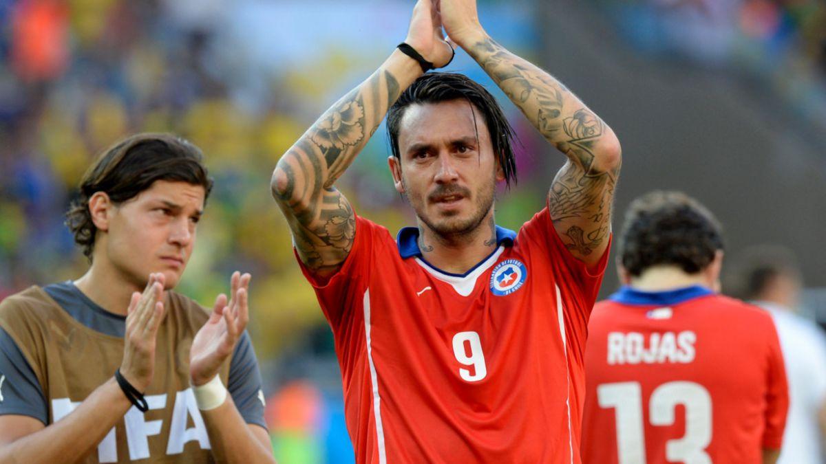 [VIDEO] A centímetros de la gloria: el palo de Mauricio Pinilla en el Mundial
