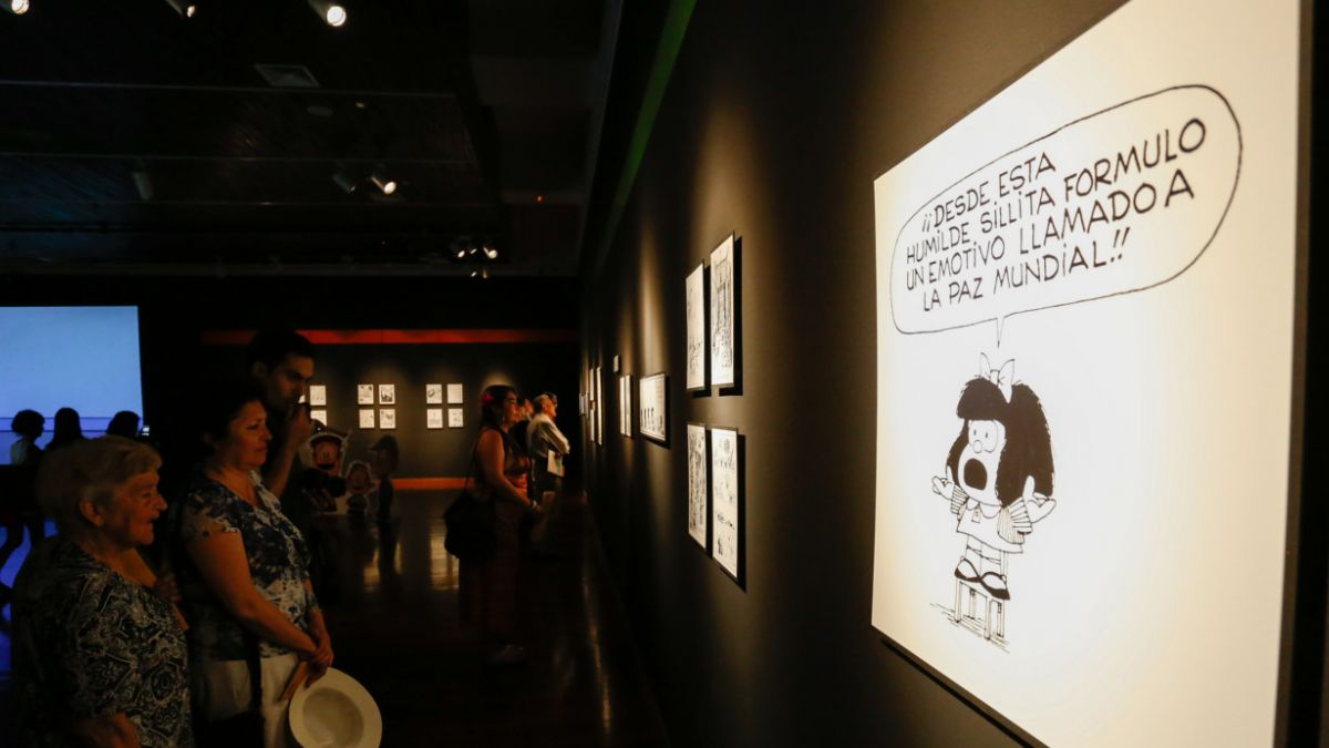 [FOTOS] Inédita exposición Quino por Mafalda llega al Festival Santiago a Mil