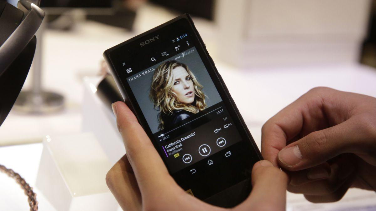 Vuelve el Walkman: Sony revivió clásico reproductor musical