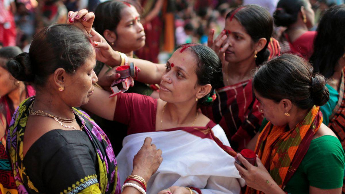 Parlamentario indio pide a mujeres hindúes que tengan al menos 4 hijos