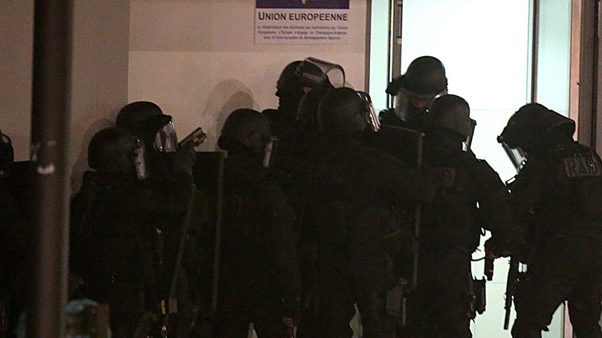 Sospechoso más joven de ataque a Charlie Hebdo se entregó a la policía