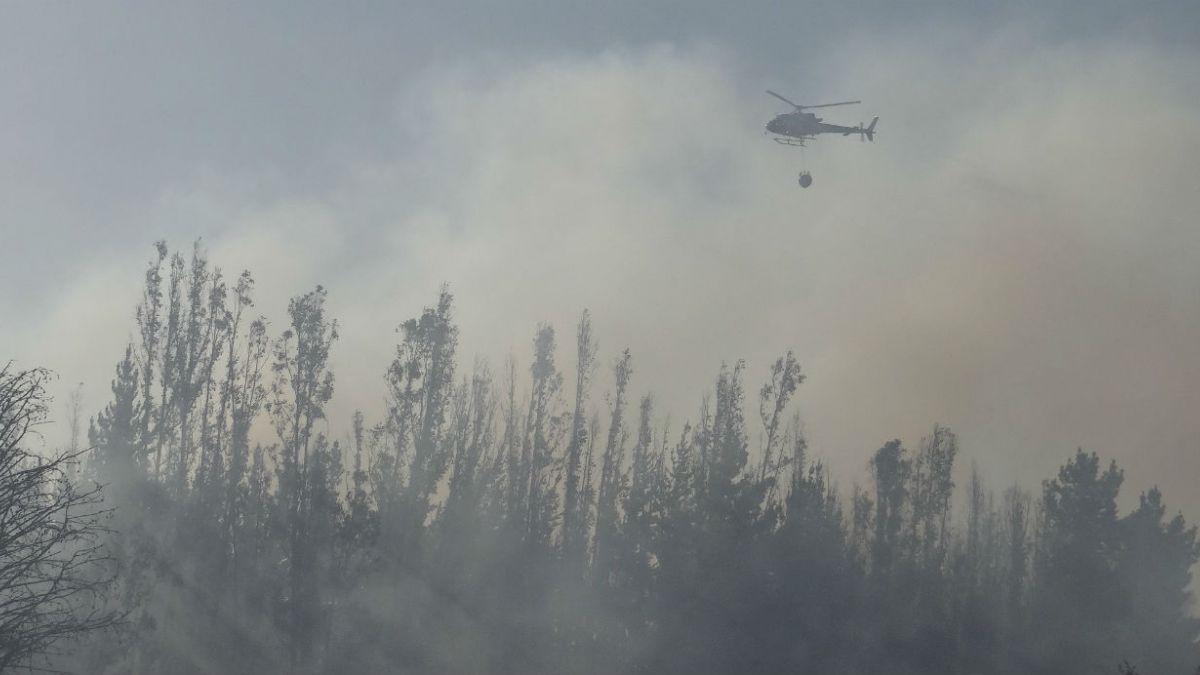 Onemi mantiene alerta roja por incendio en Lago Peñuelas