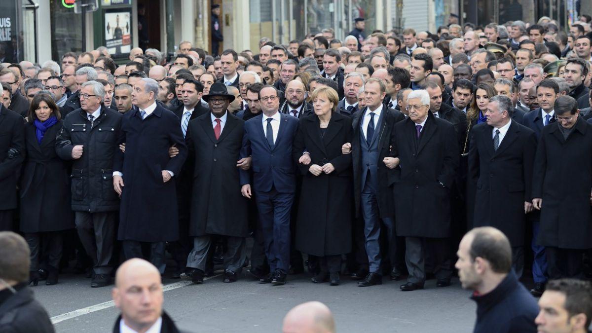Obama recibe duras críticas por no haber asistido a marcha de París