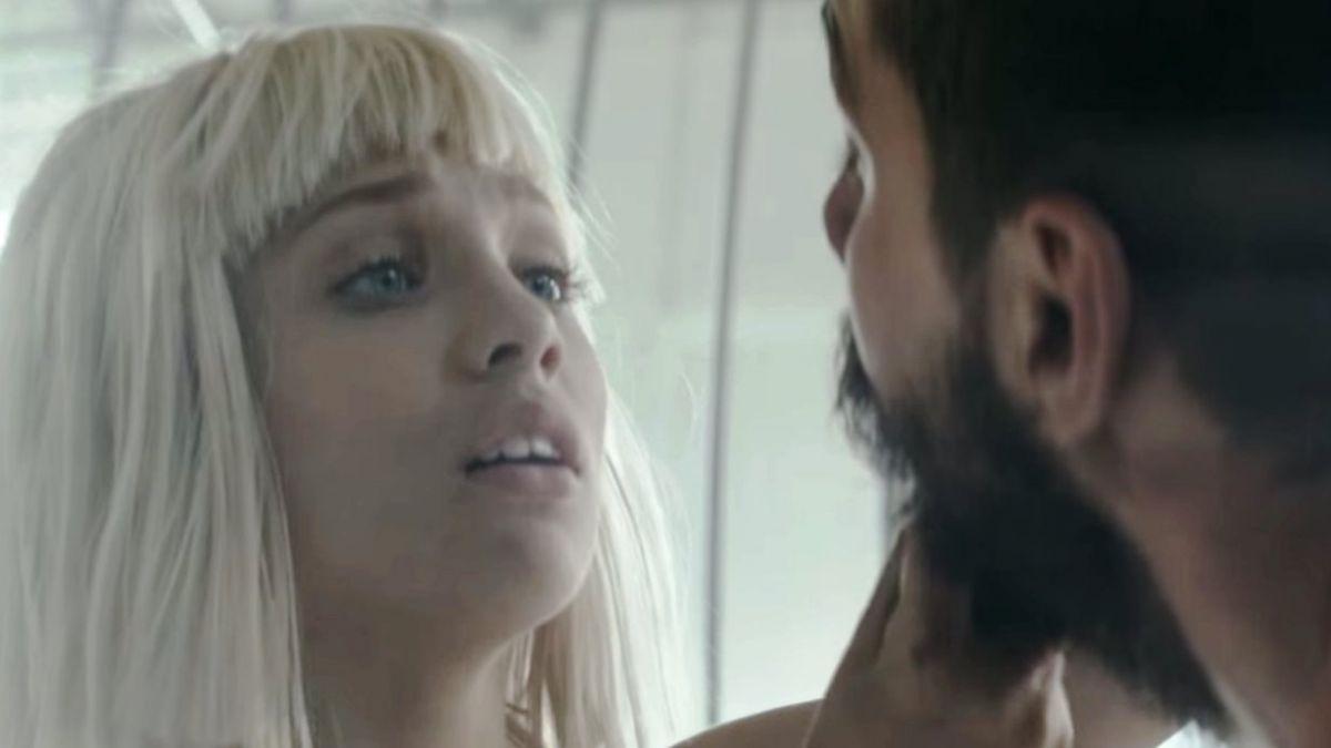 Actor de Transformers protagoniza polémico clip junto a bailarina de 12 años