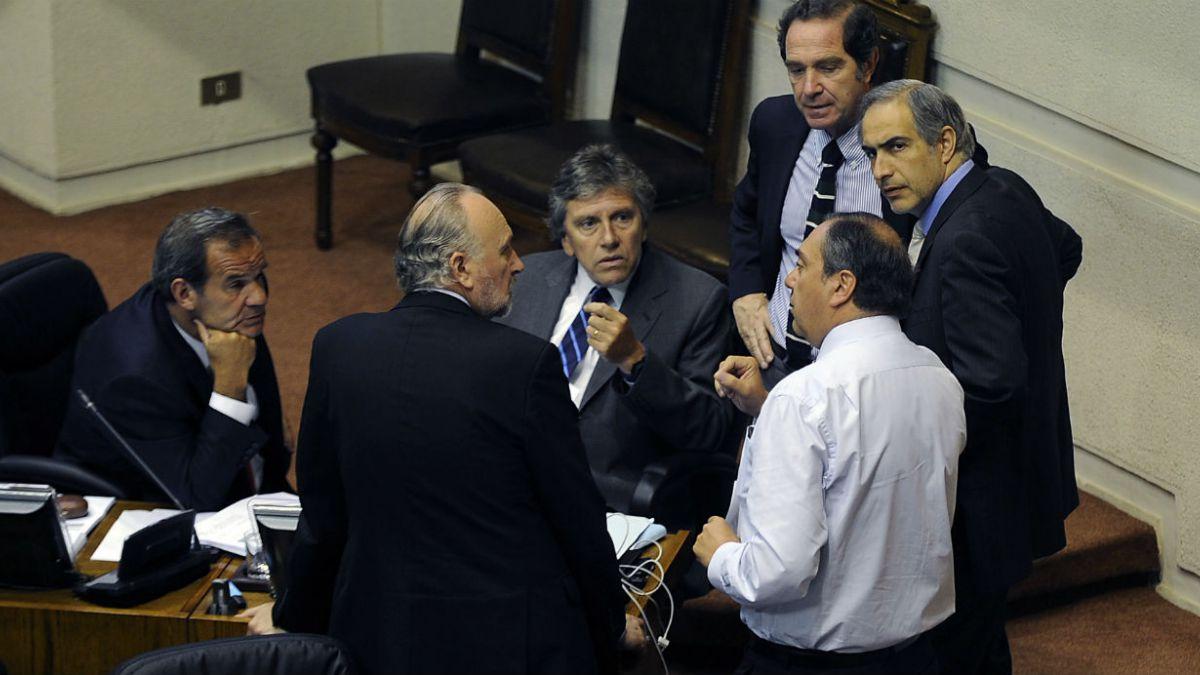 Fin al binominal: Oposición acusa traje a la medida y dice que recurrirá al TC
