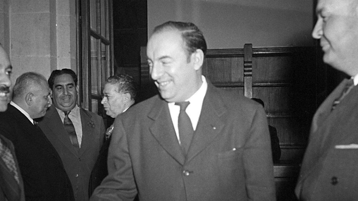 Ministro Carroza ordena regreso de restos de Neruda al país