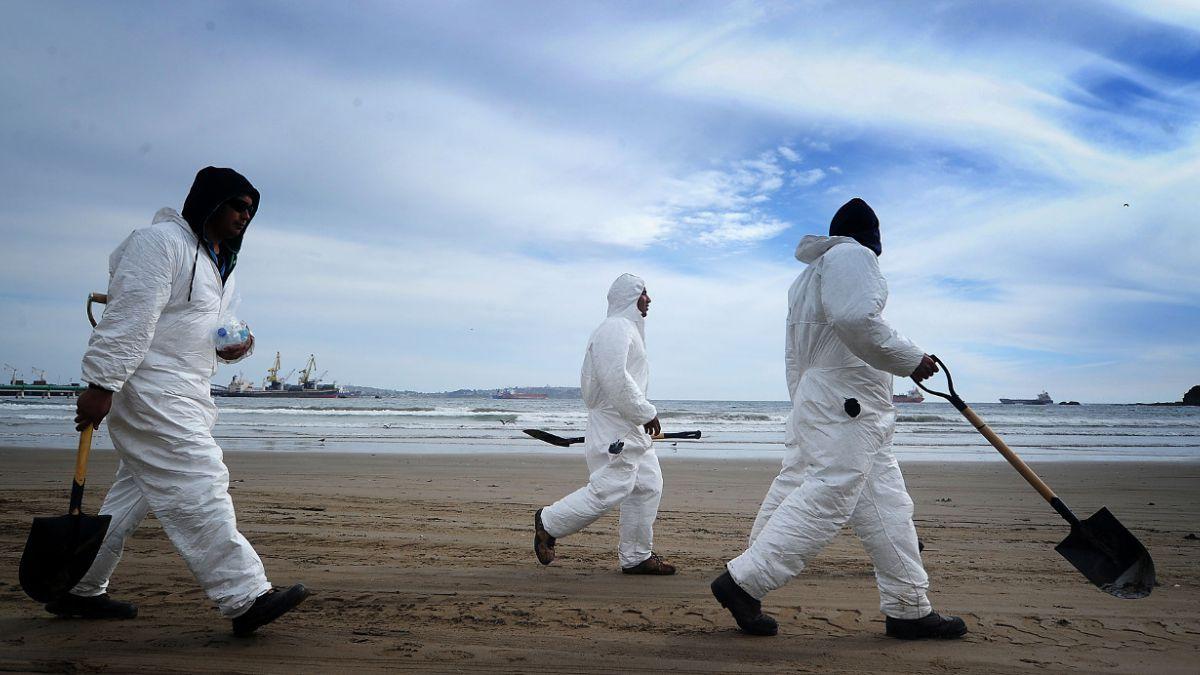 Ordenan reabrir sumario por derrame de petróleo en Quintero