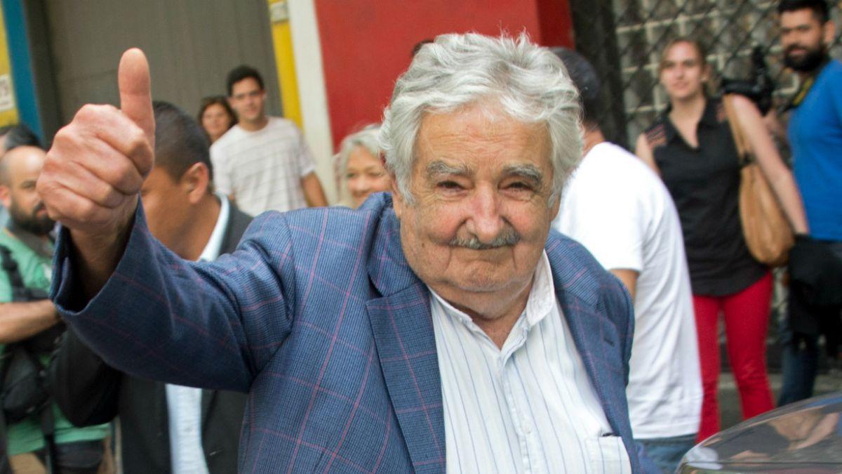 Estaba haciendo dedo en la ruta.... y lo llevó el Presidente Mujica