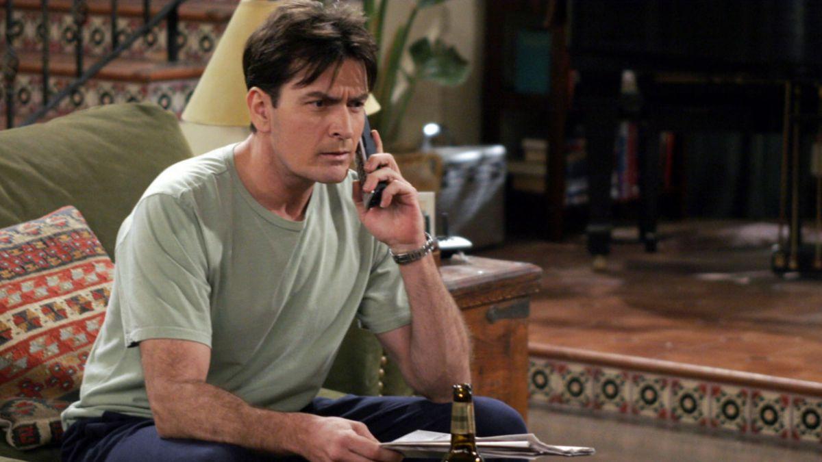 """El honesto agradecimiento del creador de """"Two and a Half Men"""" a Charlie Sheen"""