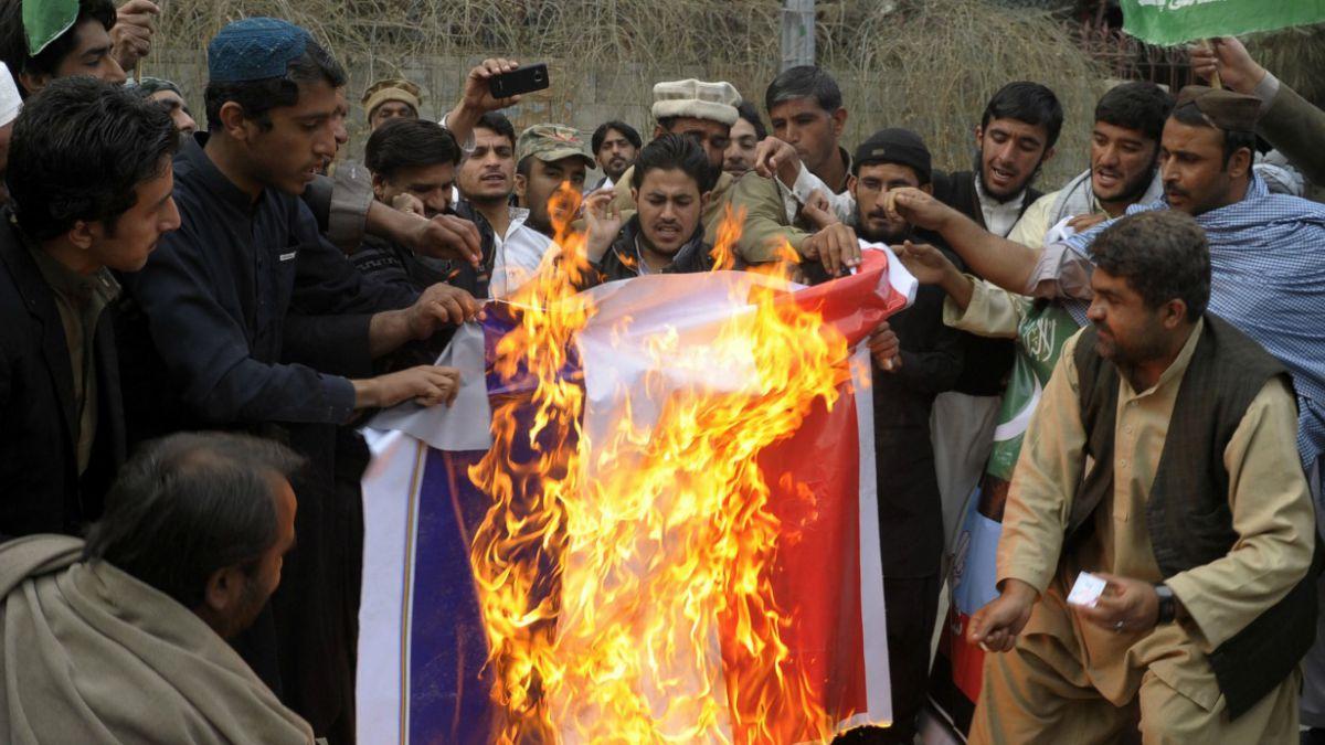 Duras protestas en países musulmanes contra caricatura de Mahoma en Charlie Hebdo