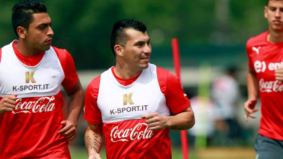Gary Medel: En Chile no hay un 9 como Humberto Suazo
