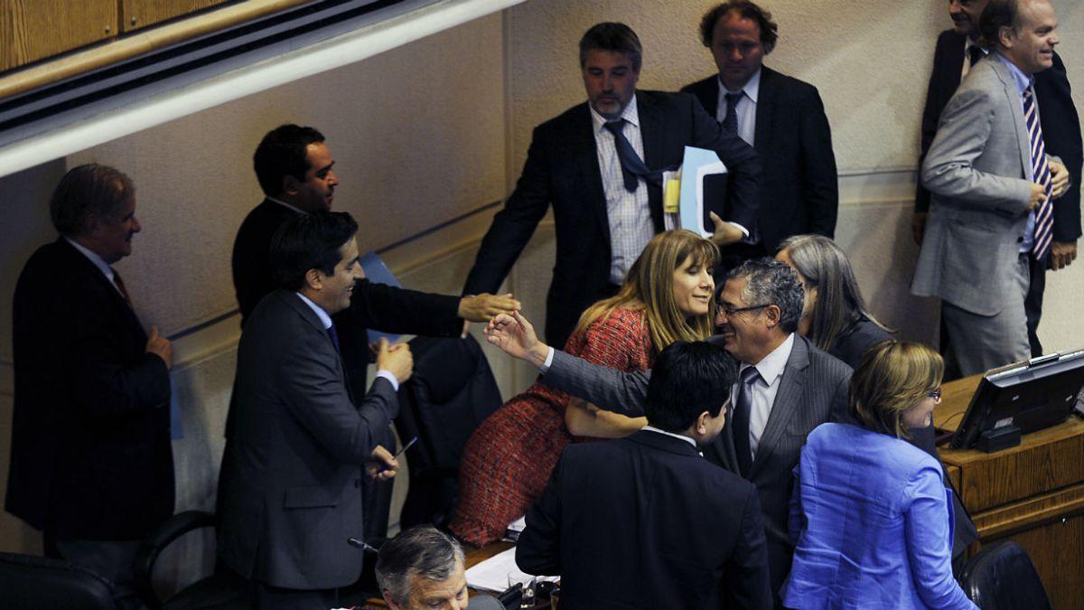 Plaza Pública: 52% de los Chilenos aprueba fin del binominal y 75% rechaza aumento de parlamentarios
