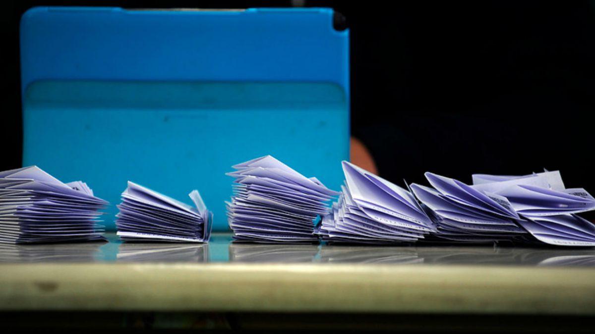 Oficialismo celebra aprobación del fin al binominal y oposición dice que es traje a la medida