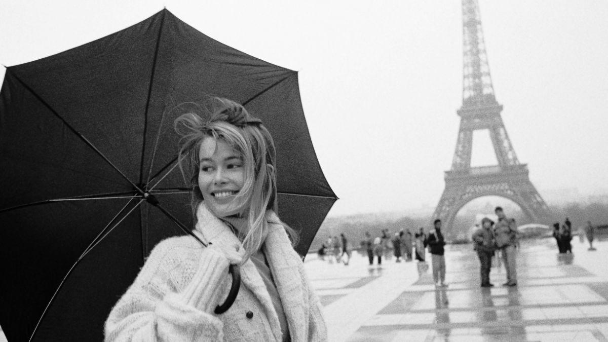 Muestra exhibe lo mejor de Julio Donoso, el fotógrafo que inmortalizó a Claudia Schiffer