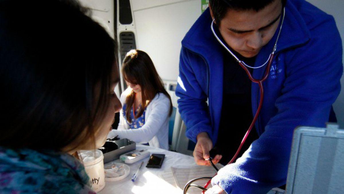 Un 47% de chilenos con educación básica no comprende lo que dice su médico