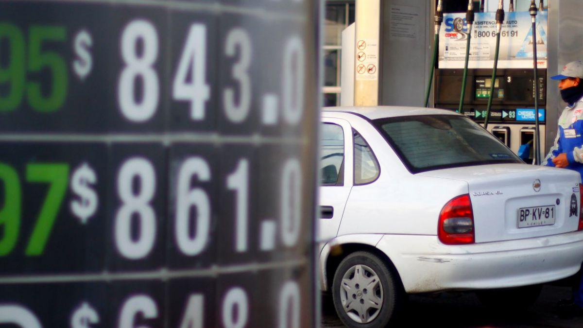 Ministro de Hacienda asegura que combustibles podrían bajar de precio