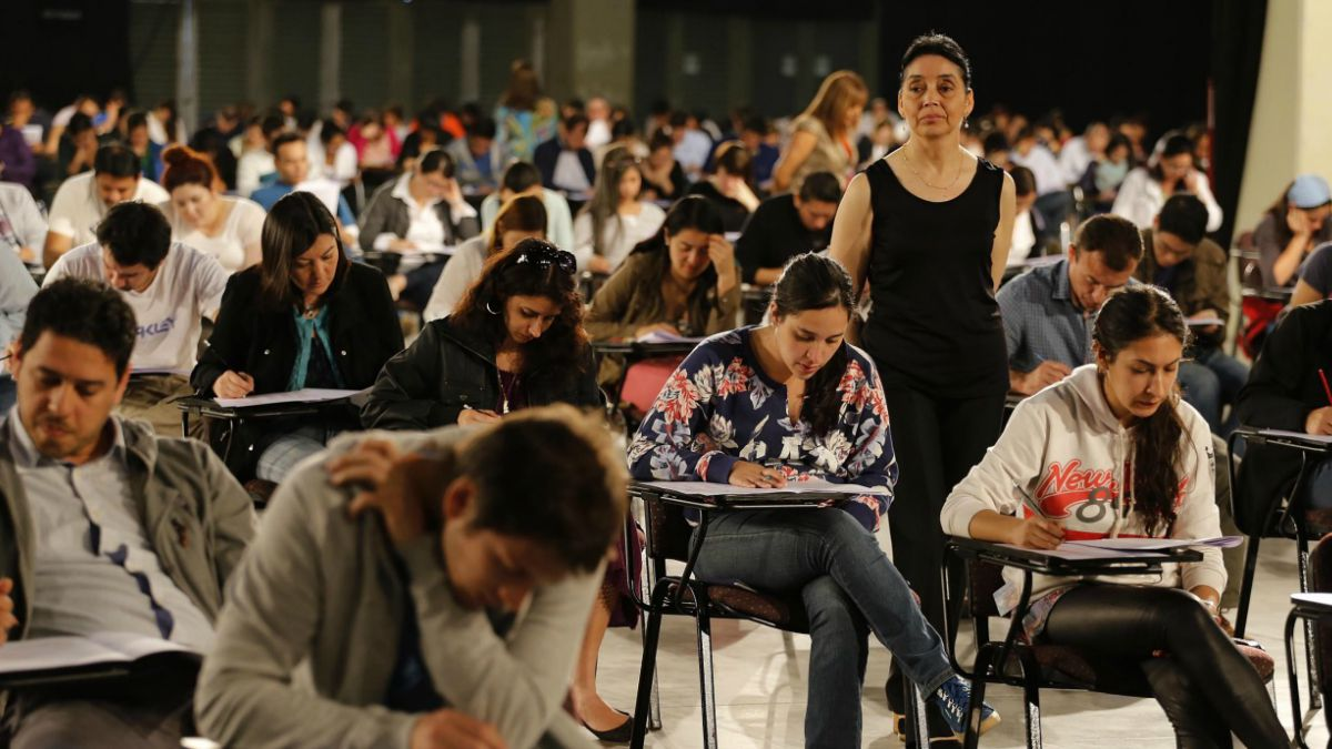 "Facultades de Medicina reclaman que el Eunacom se convirtió en una ""carga económica"""