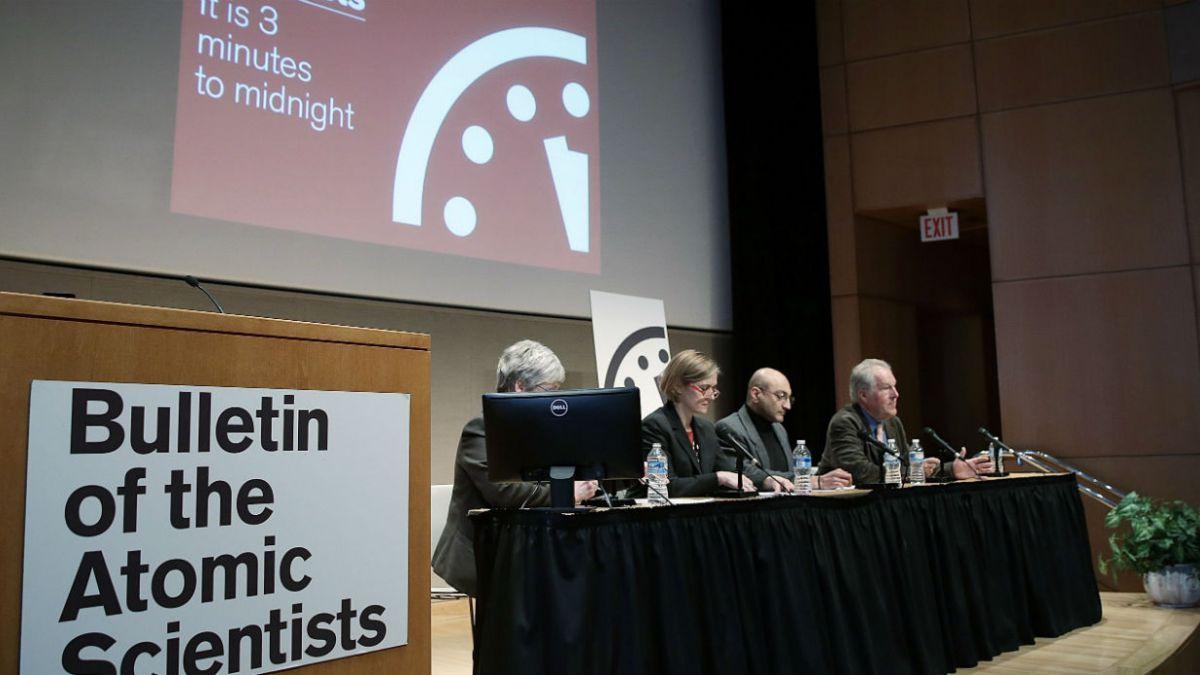 """Científicos adelantan reloj del Apocalipsis y advierten """"catástrofe planetaria"""" por cambio climático"""