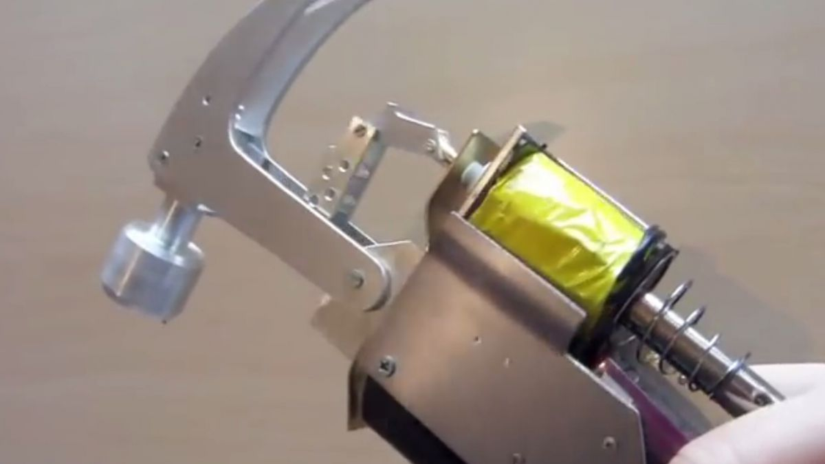 [Video] Replican innovador martillo creado por Homero Simpson