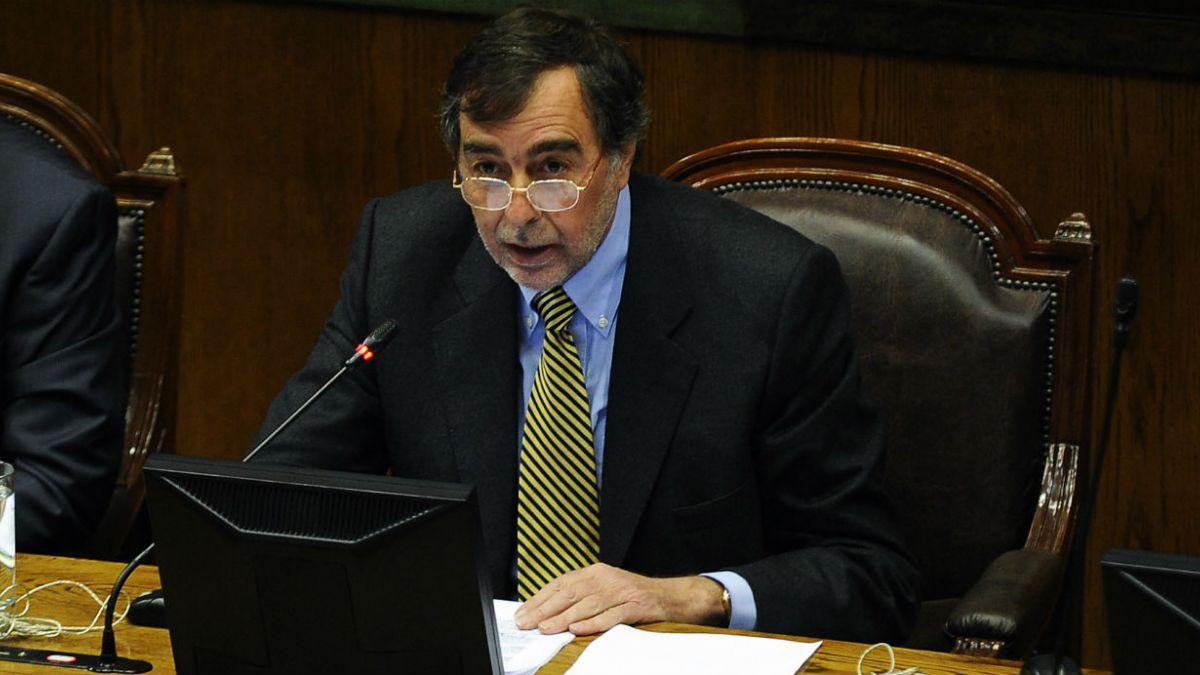 Correa Sutil: La política tiende a dar respuestas de carácter populista