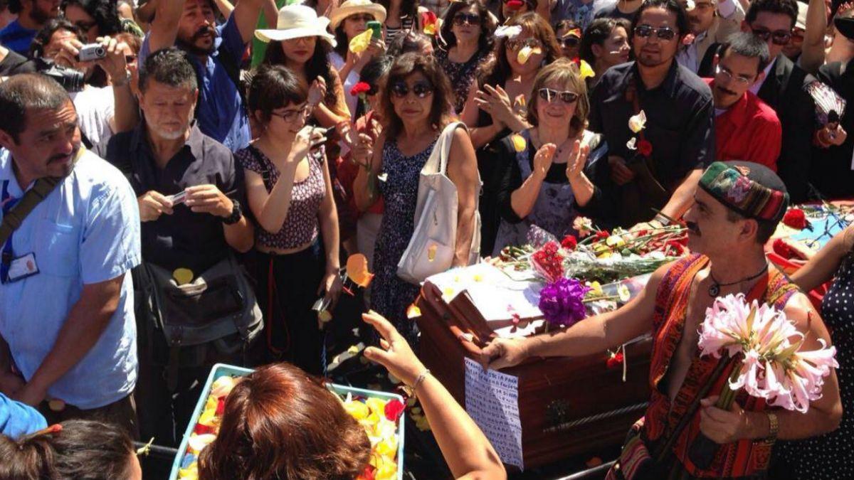 [FOTOS] Las emotivas imágenes del funeral de Pedro Lemebel