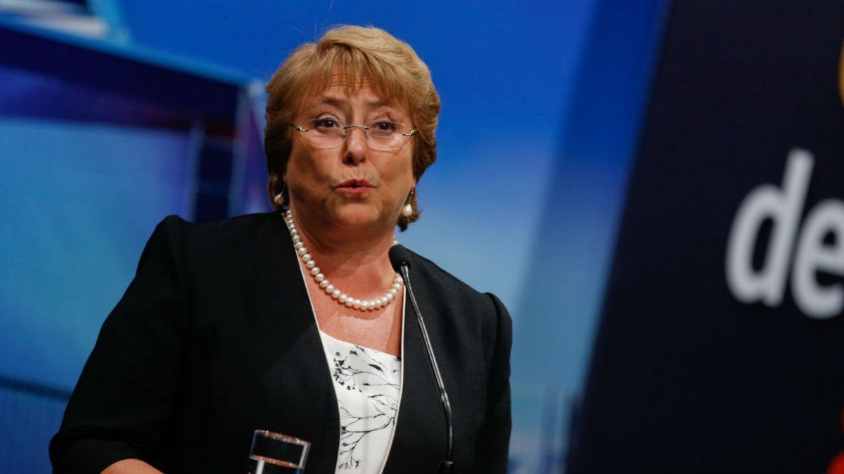 Bachelet celebra fin al lucro, copago y selección y pide calma a las familias
