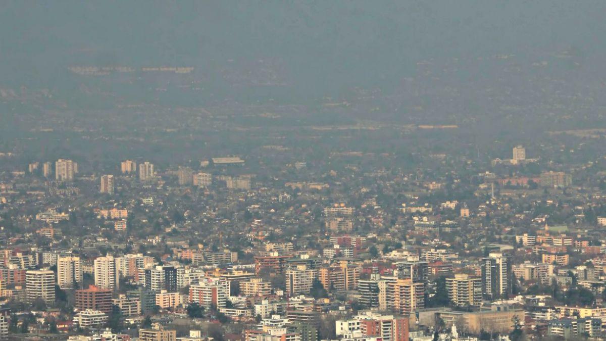 """Expertos UC advierten sobre peligro de """"ozono malo"""" en la capital"""